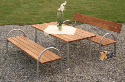 Stůl k akátovým parkovým lavicím