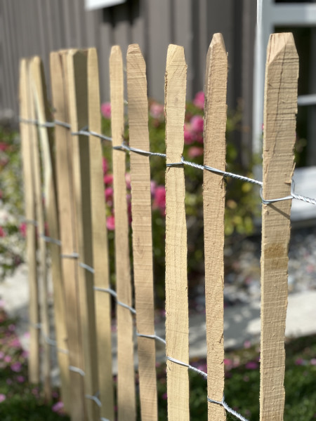 Rolovaný tyčkový plot akát